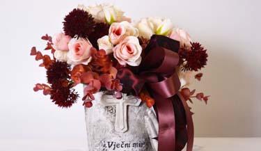 Aranžman od umjetnog cvijeća za groblja 05