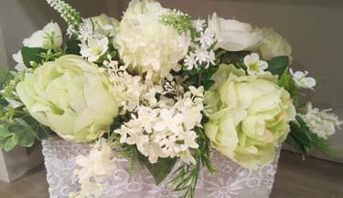 Aranžman od umjetnog cvijeća za groblja 09