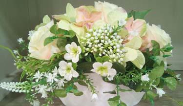 Aranžman od umjetnog cvijeća za groblja 11
