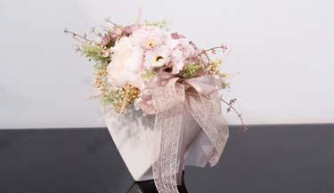 Aranžman od umjetnog cvijeća za uređenje interijera 20
