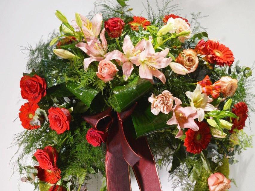 Vijenac svježe  cvijeće  559,58 kn