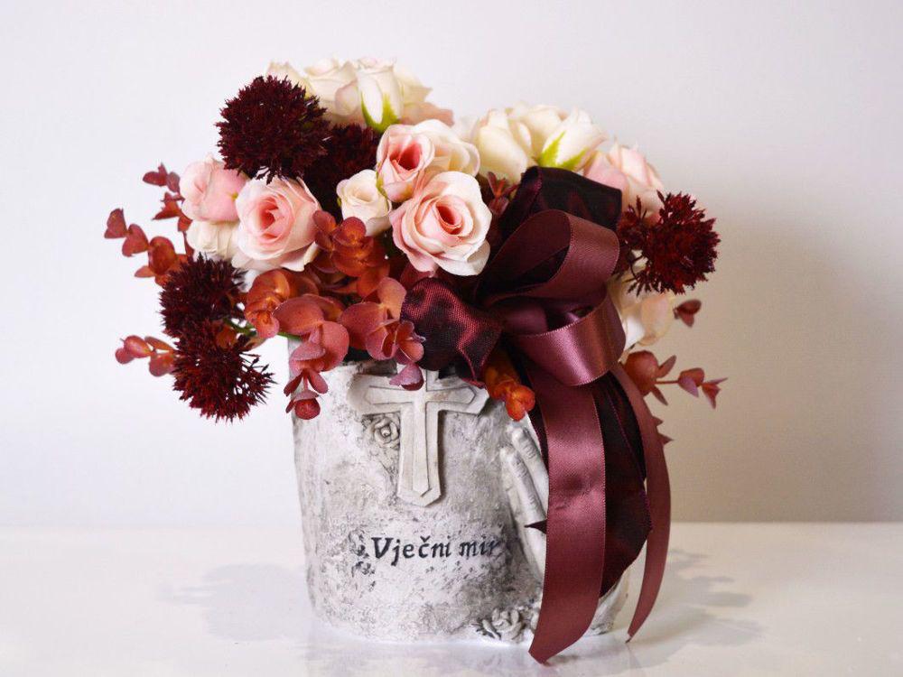 Aranžman - umjetno cvijeće za groblje 202 kn