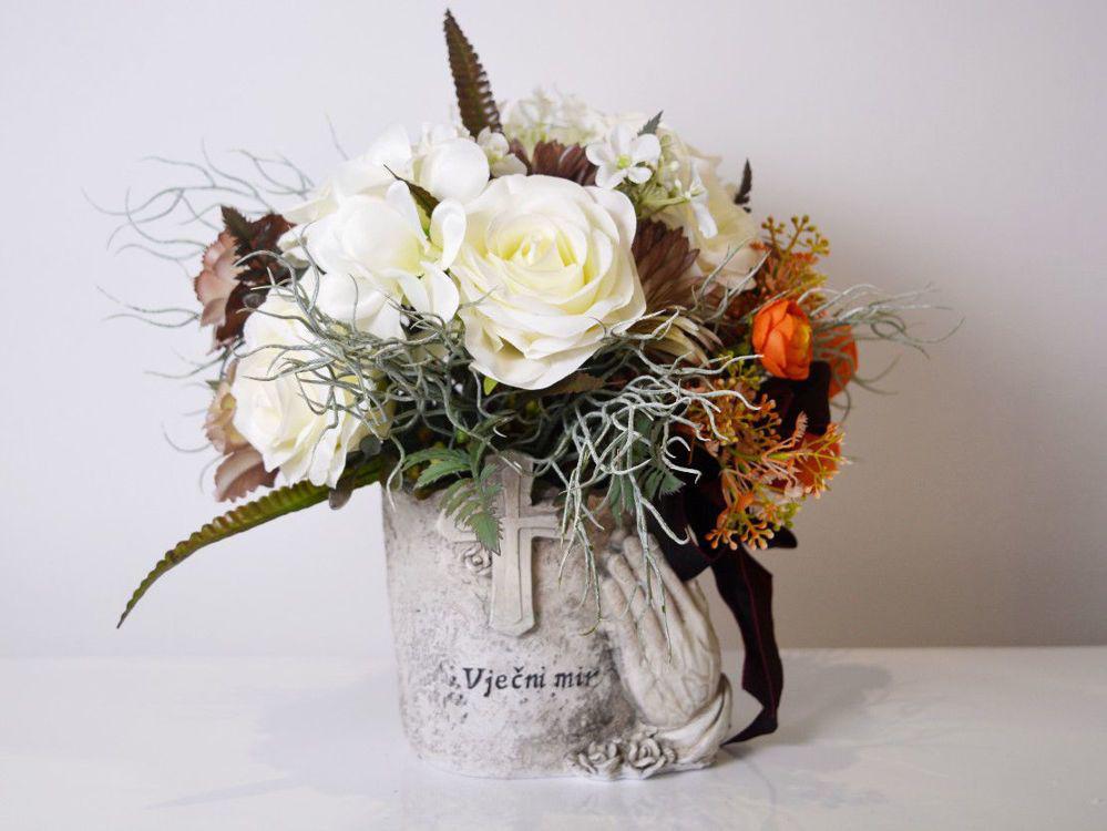 Aranžman - umjetno cvijeće za groblje 270 kn